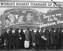 Lining up for food in Louisville, Kentucky in 1937.